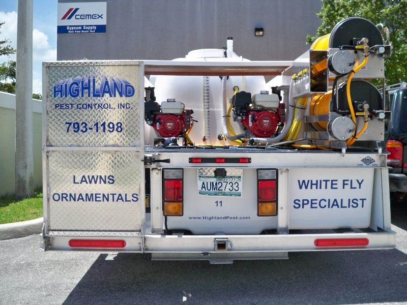 highland-pest-isuzu-truck-rear